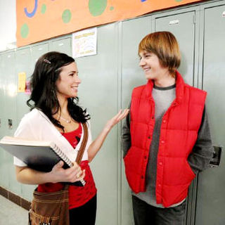Josie Lopez stars as Angela and Jason Dolley stars as Pete in Disney Channel's Hatching Pete (2009) - hatching_pete02