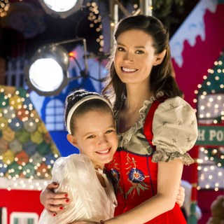 Izabela Vidovic stars as Ally Vancamp and Summer Glau stars as Christine Prancer in Hallmark Channel's Help for the Holidays (2012) - help-for-the-holidays02