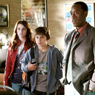 Emma Roberts, Jake T. Austin and Don Cheadle in DreamWorks' Hotel for Dogs (2009) - hotel_for_dogs22