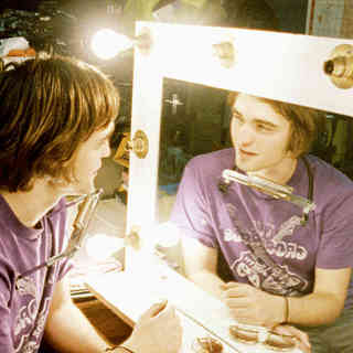 Robert Pattinson stars as Art in IFC Films' How to Be (2009)