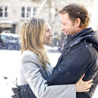 Sarah Jessica Parker stars as Kate Reddy and Greg Kinnear stars as Richard Reddy in The Weinstein Company's I Don't Know How She Does It (2011). Photo credit by Craig Blankenhorn. - i_dont_know_how_she_does_it01