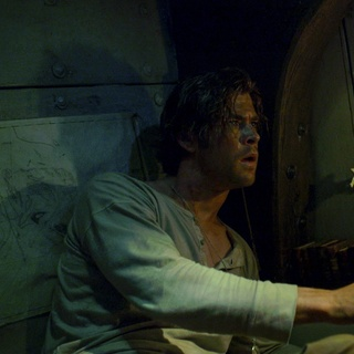 Chris Hemsworth stars as Owen Chase in Warner Bros. Pictures' In the Heart of the Sea (2015) - in-the-heart-of-the-sea-img07