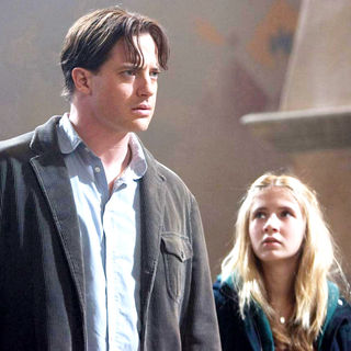 Brendan Fraser stars as Mo 'Silvertongue' Folchart and Eliza Bennett stars as Meggie Folchart in New Line Cinema's Inkheart (2009) - inkheart38