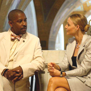 Denzel Washington as Keith Frazier and Jodie Foster as Madeliene White in Universal Pictures' Inside Man (2006) - inside_man01