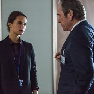 Alicia Vikander stars as Heather Lee and Tommy Lee Jones stars as CIA Director Robert Dewey in Universal Pictures' Jason Bourne (2016)