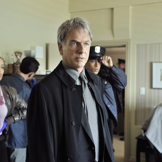 Athena Karkanis stars as Marcy and Mark Harmon in USA Network's John Sandford's Certain Prey (2011)