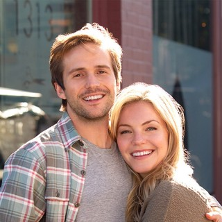 Michael Stahl-David stars as Jason Stewart and Eloise Mumford stars as Lindsay Rogers in Hallmark Channel's Just in Time for Christmas (2015) - just-in-time-for-christmas02