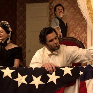 Geraldine Hughes, Billy Campbell and Jesse Johnson in National Geographic's Killing Lincoln (2013)