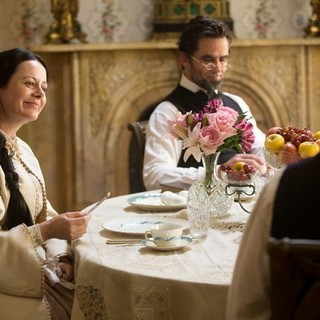 Geraldine Hughes stars as Mary Todd Lincoln and Billy Campbell stars as Abraham Lincoln in National Geographic's Killing Lincoln (2013)