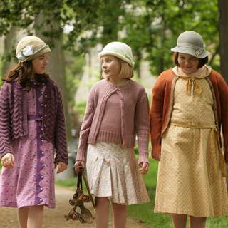 Madison Davenport, Abigail Breslin and Brieanne Jansen in a scene from Kit Kittredge: An American Girl 2008 From HBO Films/A Picturehouse release.