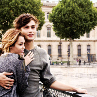 Miley Cyrus stars as Lola and Douglas Booth stars as Kyle in Lionsgate Films' LOL (2012)