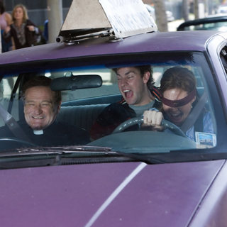 Mandy Moore, Robin Williams and John Krasinski in Warner Bros. Pictures' License to Wed (2007)