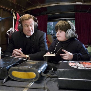 Robin Williams as Reverend Frank and Josh Flitter as Choir Boy in Warner Bros. Pictures' License to Wed (2007)