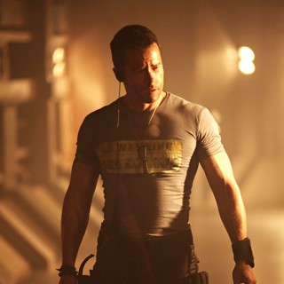 Guy Pearce stars as Snow in Europa Corp.'s Lockout (2012) - lock-out-still09