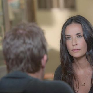 Demi Moore in Lionsgate Films' LOL (2012) - lol-image06