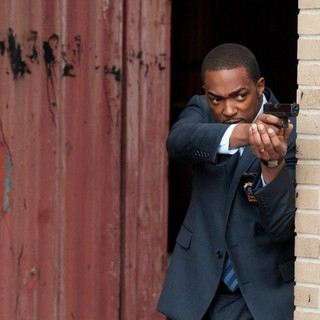 Anthony Mackie stars as Mike Ackerman in Summit Entertainment's Man on a Ledge (2012) - man-on-a-ledge-pic02