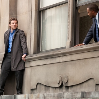 Sam Worthington stars as Nick Cassidy and Anthony Mackie stars as Mike Ackerman in Summit Entertainment's Man on a Ledge (2012) - man-on-a-ledge-se02