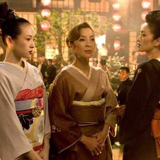 Zhang Ziyi, Michelle Yeoh and Gong Li in Columbia Pictures' Memoirs of a Geisha (2005) - memoirs_of_a_geisha_09