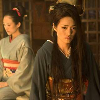 Zhang Ziyi and Gong Li in Columbia Pictures' Memoirs of a Geisha (2005) - memoirs_of_a_geisha_16