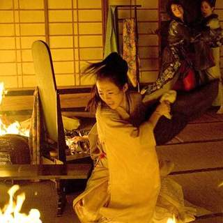 Zhang Ziyi as Sayuri Nitta in Columbia Pictures' Memoirs of a Geisha (2005) - memoirs_of_a_geisha_33