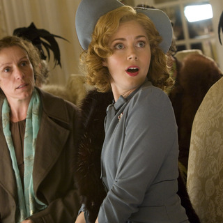 Frances McDormand (left) and Amy Adams (right) star in Bharat Nalluri's MISS PETTIGREW LIVES FOR A DAY, a Focus Features release.