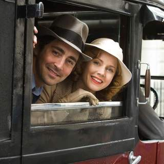 Lee Pace as Michael and Amy Adams (right) star in Bharat Nalluri's MISS PETTIGREW LIVES FOR A DAY, a Focus Features release.