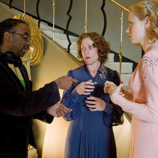 Bharat Nalluri (Director), Frances McDormand and Amy Adams in Focus Features' MISS PETTIGREW LIVES FOR A DAY (2008)