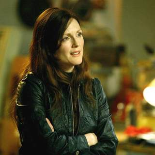 Julianne Moore as Callie Ferris in Paramount Pictures' Next (2007)