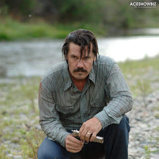 Josh Brolin as Llewelyn Moss in Paramount Classics' No Country for Old Men (2007)