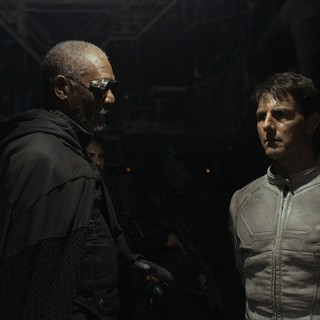 Morgan Freeman stars as Malcolm Beech and Tom Cruise stars as Jack Harper in Universal Pictures' Oblivion (2013)