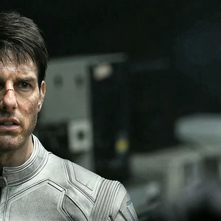 Tom Cruise stars as Jack Harper in Universal Pictures' Oblivion (2013)