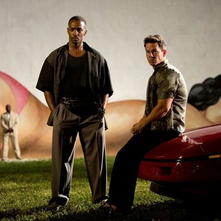 Anthony Mackie stars as Adrian Doorbal and Mark Wahlberg stars as Daniel Lugo in Paramount Pictures' Pain and Gain (2013) - pain-and-gain05