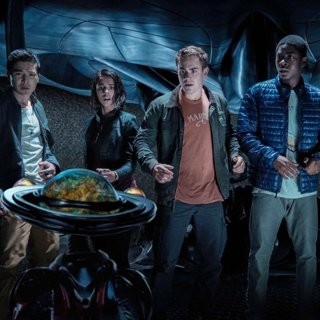 Power Rangers - Ludi Lin, Alpha 5, Naomi Scott, Dacre Montgomery, RJ Cyler and Becky G in Lionsgate Films' Power Rangers (2017)