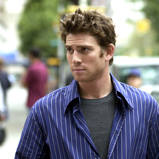Bryan Greenberg as David, a young painter from Brooklyn in PRIME (2005) - prime13