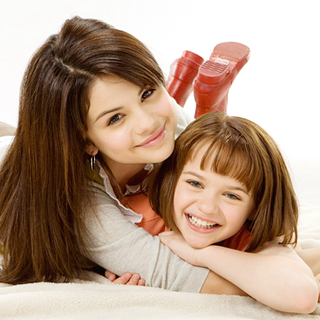 Selena Gomez stars as Beezus and Joey King stars as Ramona Quimby in 20th Century Fox's Ramona and Beezus (2010)