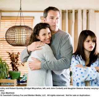 Bridget Moynahan, John Corbett and Selena Gomez in 20th Century Fox's Ramona and Beezus (2010) - ramona_and_beezus10