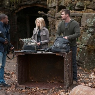 Edwin Hodge, Isabel Lucas and Chris Hemsworth in FilmDistrict's Red Dawn (2012)