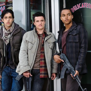Josh Peck, Josh Hutcherson and Connor Cruise in FilmDistrict's Red Dawn (2012)