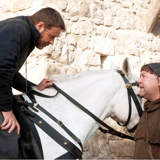 Russell Crowe stars as Robin Hood and Mark Addy stars as Friar Tuck in Universal Pictures' Robin Hood (2010) - robin_hood32