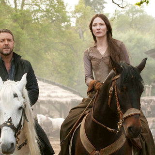 Russell Crowe stars as Robin Hood and Cate Blanchett stars as Maid Marian in Universal Pictures' Robin Hood (2010) - robin_hood41