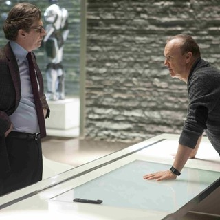 Gary Oldman stars as Dr. Dennett Norton and Michael Keaton stars as Raymond Sellars in Columbia Pictures' RoboCop (2014)