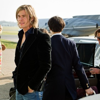 Chris Hemsworth stars as James Hunt in Universal Pictures' Rush (2013) - rush-image02