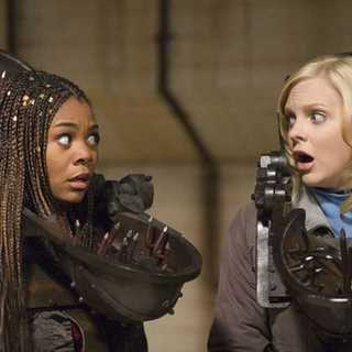 Regina Hall and Anna Faris in Miramax Films' Scary Movie 4 (2006) - scary_movie_4_11