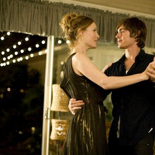 Leslie Mann stars as Scarlett O'Donnell - Adult and Zac Efron stars as Mike O' Donnell at 17 in New Line Cinema's 17 Again (2009) - seventeen_again05
