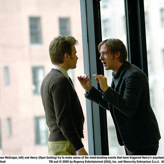 Sam Foster, a psychiatrist and Henry Lethem, his patient in Stay (2005) - stay08