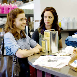 Amy Adams stars as Rose Lorkowski and Emily Blunt stars as Norah Lorkowski in Overture Films' Sunshine Cleaning (2009). Photo credit by Lacey Terrell.