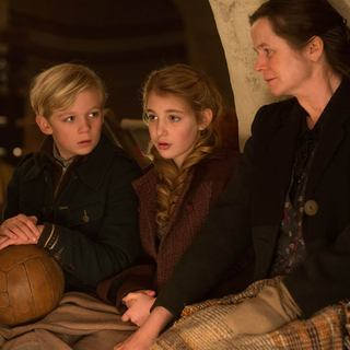 Nico Liersch, Sophie Nelisse and Emily Watson in 20th Century Fox's The Book Thief (2013) - the-book-thief01