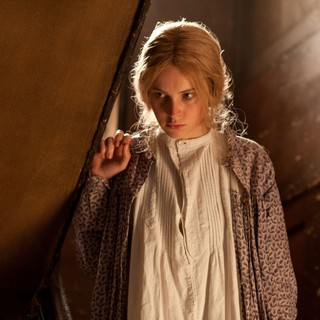 The Invisible Woman Picture 7