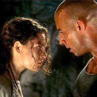 Vin Diesel and Alexa Davalos in Universal Pictures' The Chronicles of Riddick (2004) - the_chronicles_of_riddick17