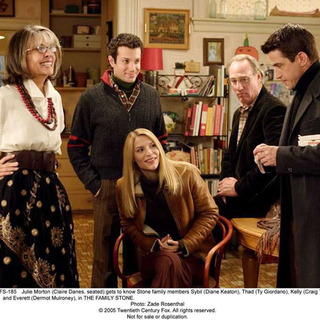 (L-R) Diane Keaton, Tyrone Giordano, Claire Danes, Craig T. Nelson and Dermot Mulroney in THE FAMILY STONE (2005)